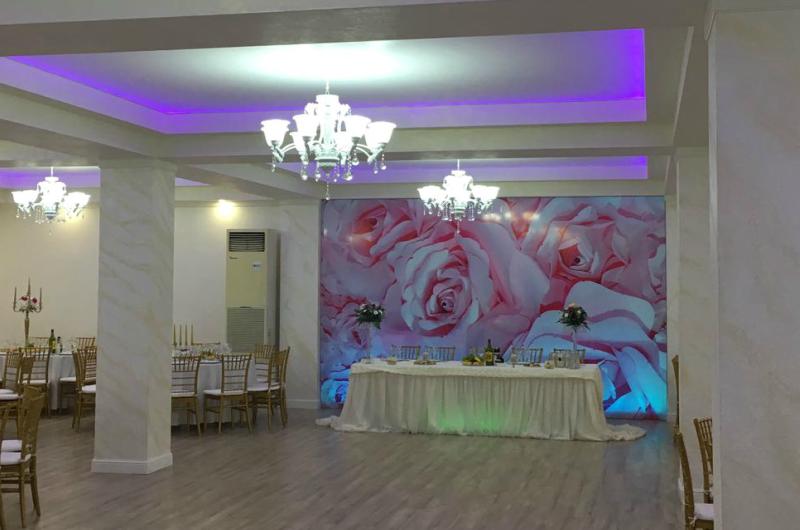 Amenajare sala de evenimente cu tavan extensibil